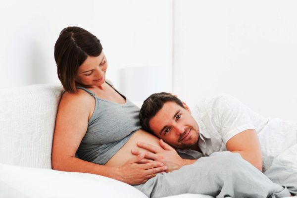 Беременная пара